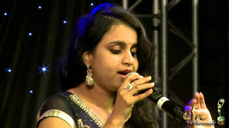 mamangam new song sung by mridula varier