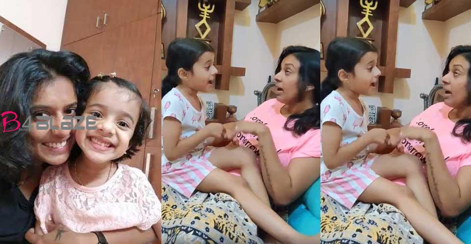 sithara-with-her-daughter