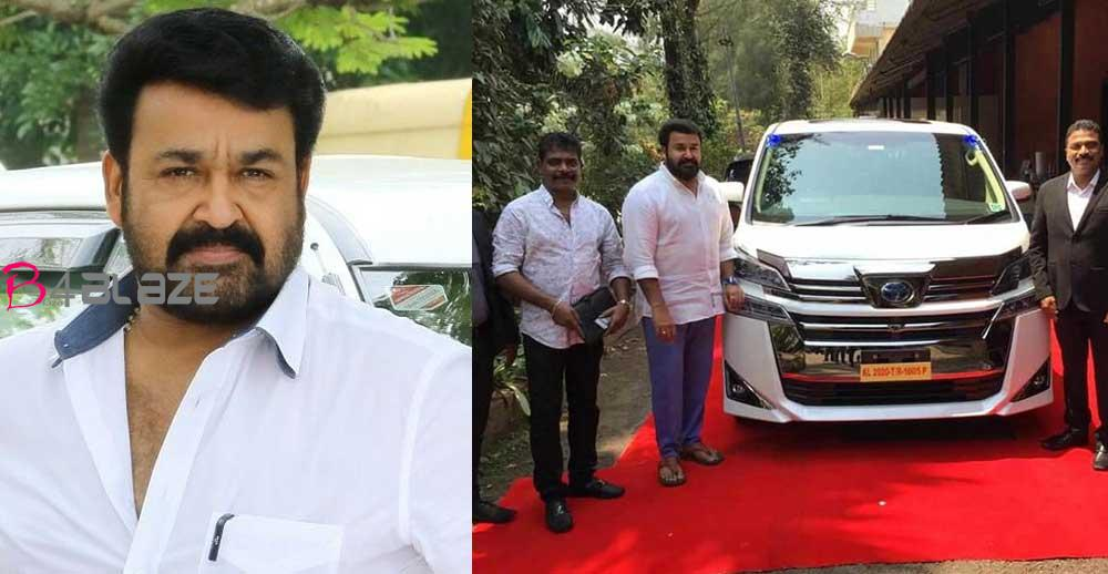 mohanlal-with-his-new-car