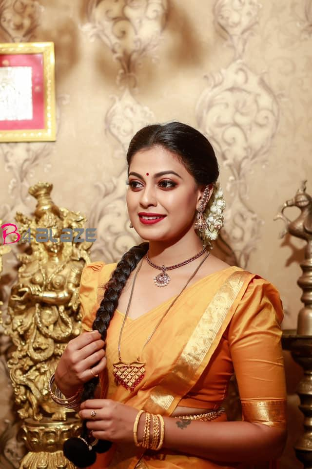 Anusree-shines-in-her-traditional-photoshoot-in-half-saree-2